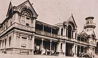 El Clyde College fue el modelo histórico de Appleyard College, descrito en la novela de Joan Lindsay Picnic en Hanging Rock (1967).