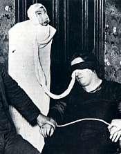 Harry Price, investigador psíquico afirmó que estaba construida con una mortaja y una muñeca hinchable. Sin embargo, testigos como el director médico de sanidad de Glasgow, atestiguaron en el juicio seguido contra la Sra. Duncan en 1944 haber visto muchas formas auténticas de espíritus en sus sesiones periódicas.